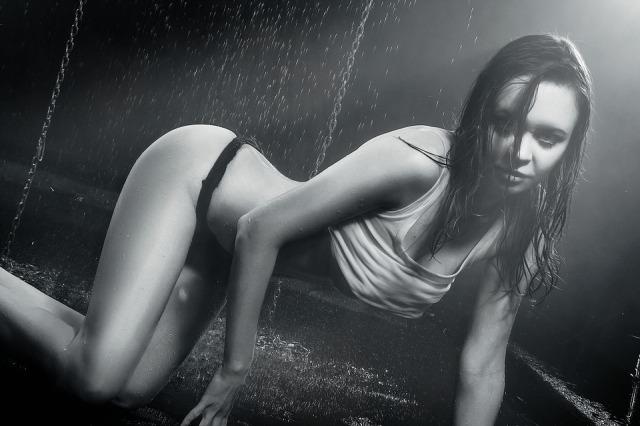 wet-girl-1390625_960_720